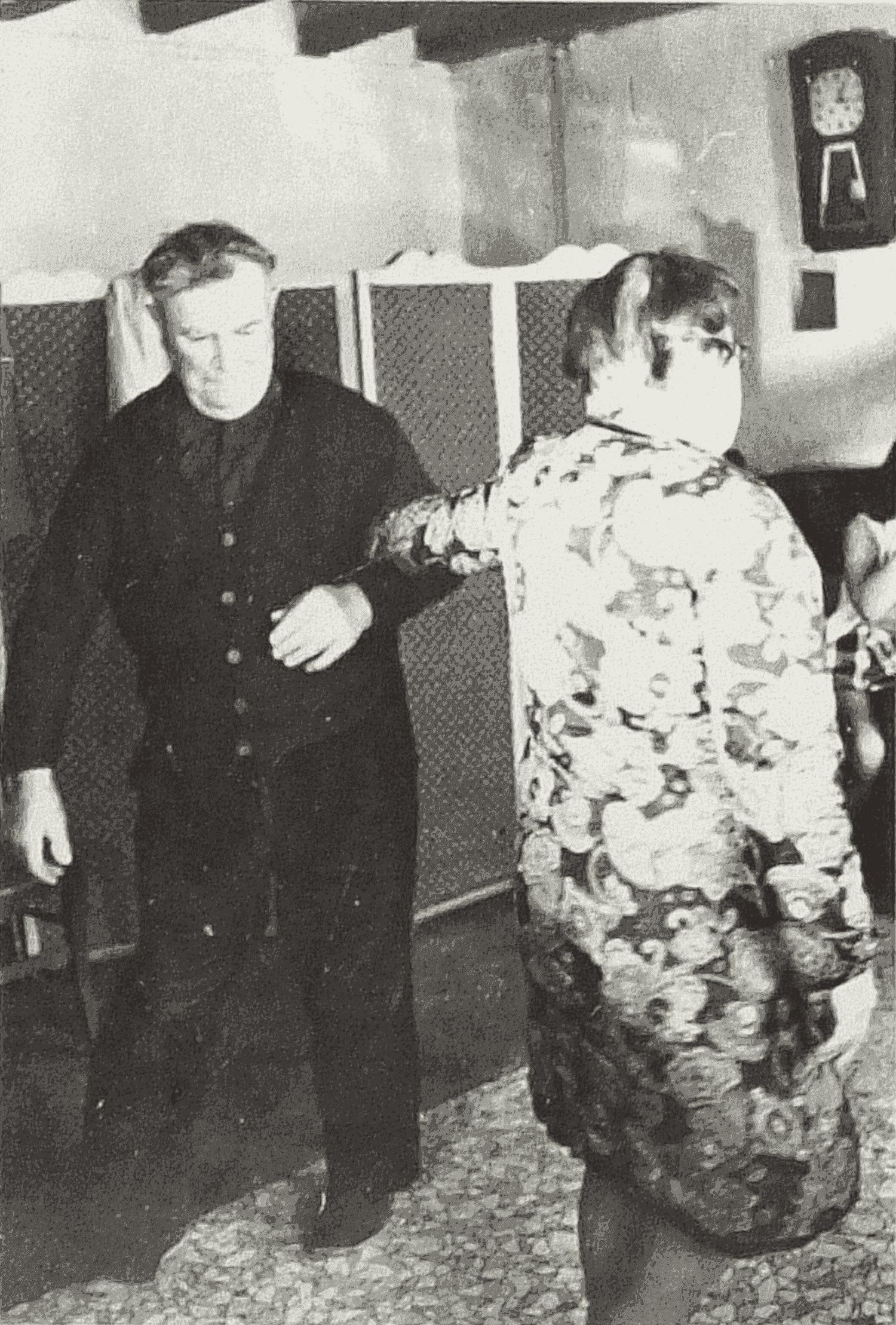 Paul danse avec sa femme la deuxième figure du « Bal des Bretons ».