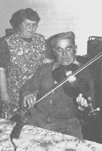 Louis PIARD en compagnie de sa femme. (Cl. Michel LACOMBE).