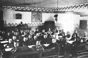 L'école de LIZANT à l'époque où la fréquentait Louis PIARD (x). (Cl. Famille PIARD)