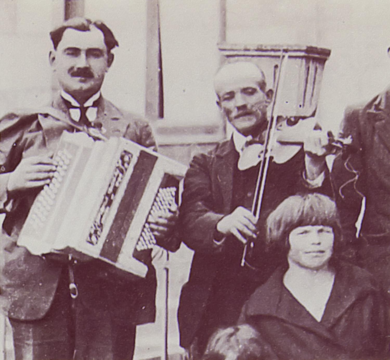 Violoneux « Le Negrou » à Lacombe de Tarnac [Joseph Neige, né en 1864]