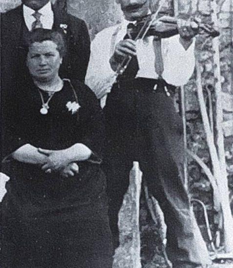 Louis Quenet, vers 1920 le violoneux de Salles-en-Toulon de qui Florentin Blanchard tient une bonne partie de son répertoire dont le « pas d'été » présenté en Face 1.