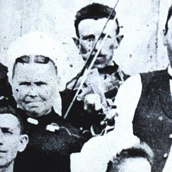 Violoneux vers 1900, de Chauvigny à Lussac-les-Châteaux.  Photos de noces – Archives Arnaud Gentil.